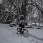 Snowfall Cuts Kashmir From Rest Of World