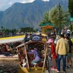 Tourists Returning To Kashmir Valley After Withdrawal Of Travel Advisory
